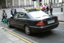 Photo of Majitel společnosti Ryanair provozuje také taxi službu sjediným autem, aby mohl používat vyhrazené pruhy pro autobusy