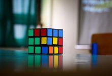 Photo of Vynálezci Rubikovy kostky trvalo měsíc, než svůj vlastní hlavolam vyřešil