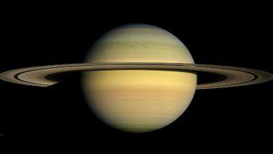Photo of Prstence aněkteré měsíce Saturnu jsou mladší než dinosauři